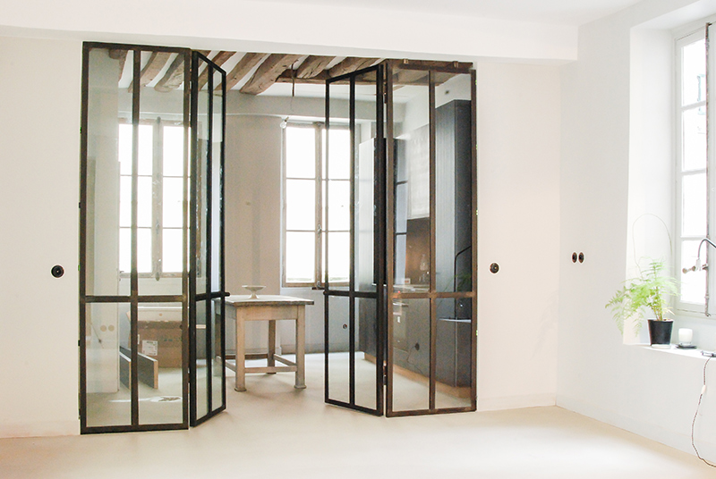 Verri re en m tal double portes les ateliers du 4 for Porte salon en bois
