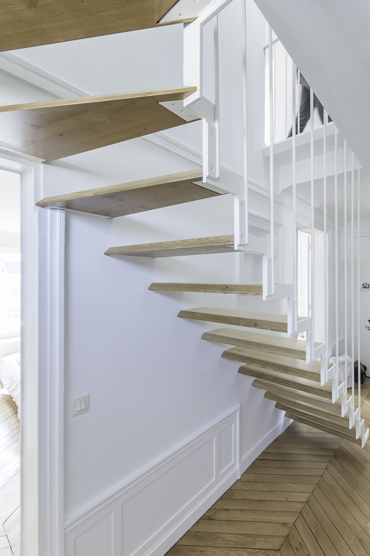 escalier cr maill re suspendu en acier les ateliers du 4. Black Bedroom Furniture Sets. Home Design Ideas